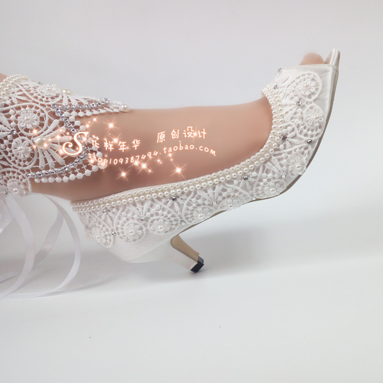 White flowers lace wedding shoes super high with bride crystal pearl wedding photo Waterproof table light its long belt