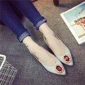 2016 Otoño Nueva Mujer Boca Superficial Señaló zapatos Planos Grandes Rhinestones Salvajes Zapatos de Trabajo Ocasionales Guisantes Zapatos de Cuero Planos de Las Mujeres