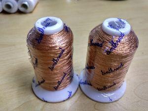 Металлические нити для вышивки золотого цвета по 500 м