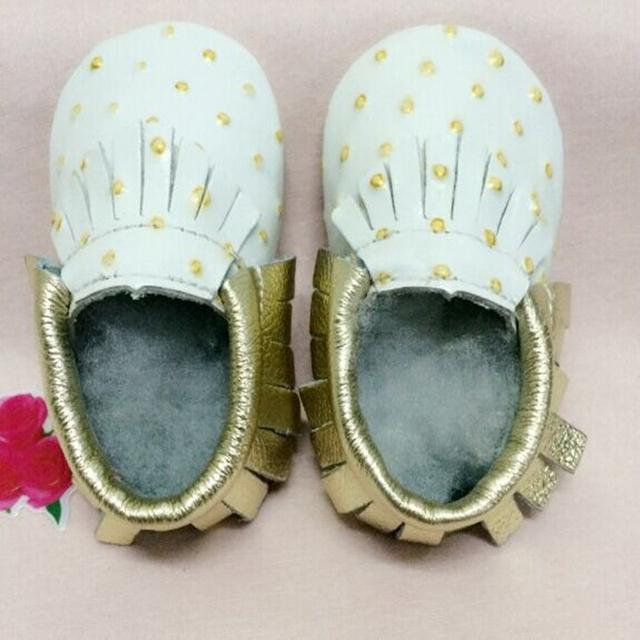 Venda quente 2016 Cor Sólida de Ouro Dot Decoração Borla Costura Elástico Macio Com Solado de Couro Genuíno Linda Crianças Primeiro Walker