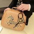 KUNDUI venda marca Mulheres casuais sacos do mensageiro do ombro do vintage sacos de PU bolsas de couro delicado bordado do cavalo saco de viagem