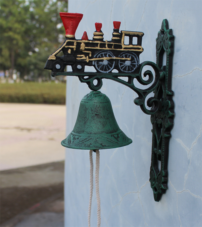 Cast Iron Painted Train with Large Bell Steam Engine Dinner Bell Collectible Metal Craft Outdoor Garden Wall Mount Free Shipping