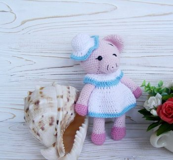 crochet armigurumi  rattle toy pig Miss model number  8135