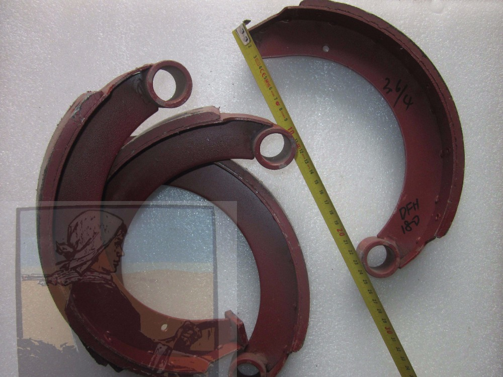 Yituo DFH180 tractor parts, the brake shoes sets as picture showed, part number: yituo yto x554 x904 tractor the front head lights left right is different part number sz550 40 030a 1 or sz550 48 031a 1