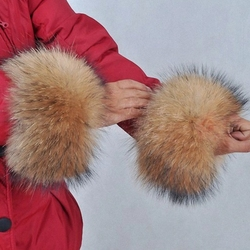 1 Pair Nature Genuine Raccoon Fur Arm Warmers Sleeve Decor Winter Pompom Fluffy Cute Cuffs Women Cute Accessories TKG001-30X19cm