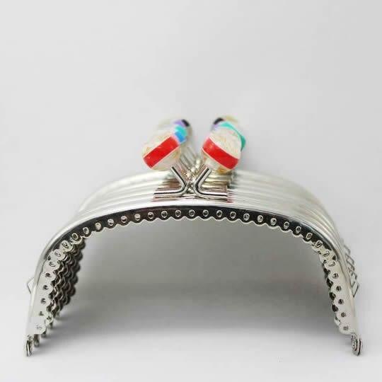 10 Pz/lotto 10.5 Cm Colorful Striscia Bead Head Silver Metal Del Modello Del Merletto Purse Cornice Bacio Chiusura Di Fori Completati Fk95 Freeshipping