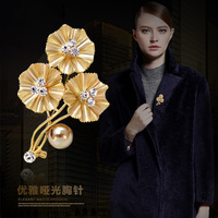 Fashionable Opal Stone Flower Brooch Pin Women Garment Accessories Jewelry Brooch Rhinestone Pin