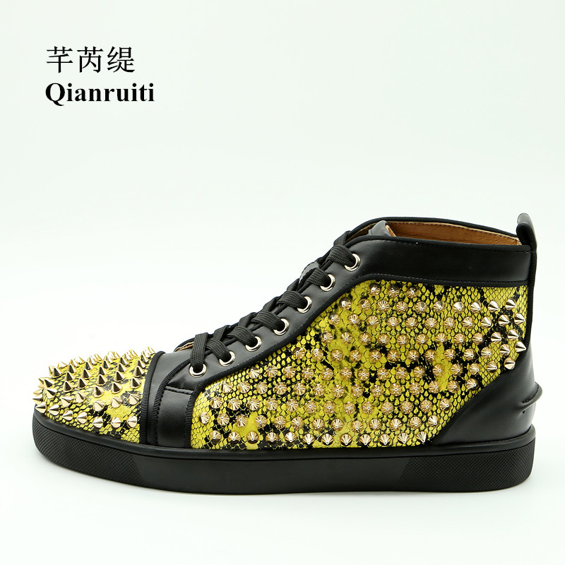 Qianruiti Customized Men Gold Spike Shoes Rivet Sneaker Lace-up Flat High Top Men Street Vulcanization Shoes Chaussure Homme qianruiti men mixed color spike shoes fish scale patchwork multicolor rhinestone sneaker lace up flat high top men camping shoes