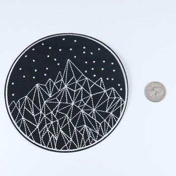 1 pieza de parche bordado de cielo estrellado y montañas, figuras de palo de alta calidad, insignia de hierro en parches para ropa, aplique con motivo de estrellas