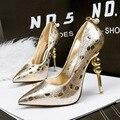 O envio gratuito de moda primavera das mulheres boca rasa sapatos de salto alto do dedo do pé apontado salto estranho cores brilhantes sapatos único