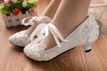 Sorbern Fashion White Wedding Shoes Kitten High Heels Women Pump Heels Patent Leather Lace Appliques Beaded Bridal Shoes 2018