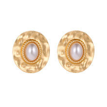 2019 High Quality Hot Selling Temperament Round Twist Pearl Korea East Gate Simple Earrings