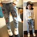 Бесплатная доставка. весна и осень дети одежда повседневная джинсы брюки, мультфильм изображения девушки джинсы, девушка рваные джинсы.