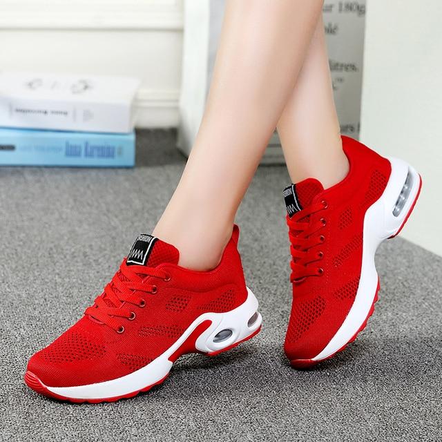 2018 Primavera Mulheres Formadores Sapatos Rosa Vermelha Plataforma  Sneakers Tenis Feminino Sapatos Casuais Rendas Até As 37b4a4b0f7c