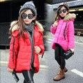 Frete grátis roupas de Criança criança do sexo feminino amassado jaqueta de inverno criança outerwear médio-longo gola de pele espessamento