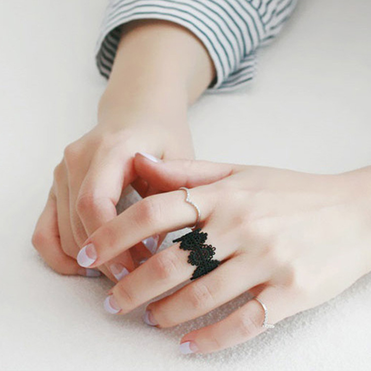 2018 New Arrivals Hollow Lace Opening Rings Black Carved Flower Paint Wide Edge Lady Finger Ring for Women Fashion Charm Jewelry