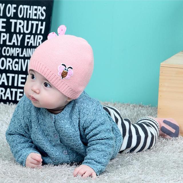 Mode Bébé Chapeaux Enfants Hiver Oreille Chaud Capuchon de Protection  Abeille Tricoté Bonnet de Laine Enfant d9bc9ae6fee