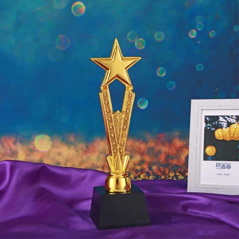 Trofeo de resina creativo, suministros de decoración del hogar, trofeo de resina deportivo escolar chapado en oro, suministros anuales de premios para empresas