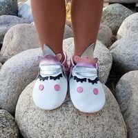 Top populaire dropshipping koe lederen mooie pluche blush eenhoorn schoenen voor baby Warm eerste lopen hoek Eenhoorn Baby boot