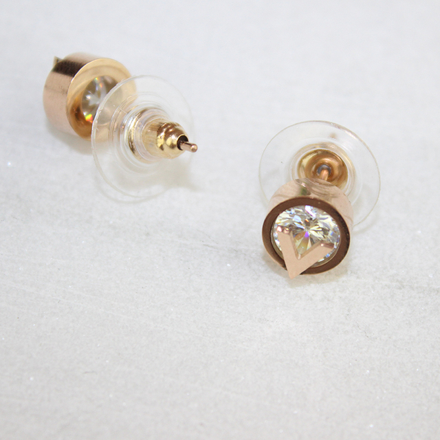 Classic stylish rose gold color with V letter inlaid Austrian crystal silver  stud earrings fashion jewelry for women gifts