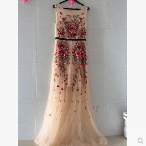 f68ac265b3c1 maxi dress 2015 Luxury beautiful summer fashion catwalk models delicate  flower embroidery was thin dress robe longue femme-in Dresses from Women s  Clothing ...