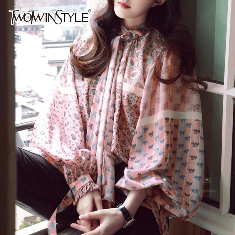 TWOTWINSTYLE Print Chiffon Womens Tops And   Blouses     Shirt   Bow Collar Lantern Sleeve Loose Women's   Shirts   Fashion Clothing Tide