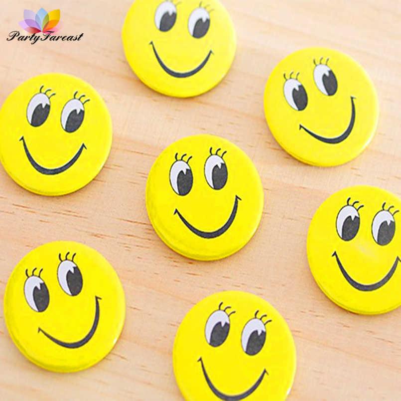 PF 10pcs קריקטורה תגי חיוך סיכות לילדים ילדים חמוד צהוב צבע תגי בגדי חצאיות קישוט אבזרים