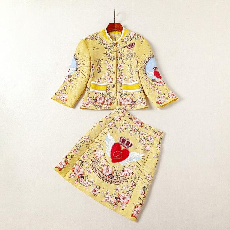 Высокое качество блестками жаккард золотой желтый принт красное сердце кнопки летают короткое пальто выше колена мини половина юбка женские наборы 2018 - 3