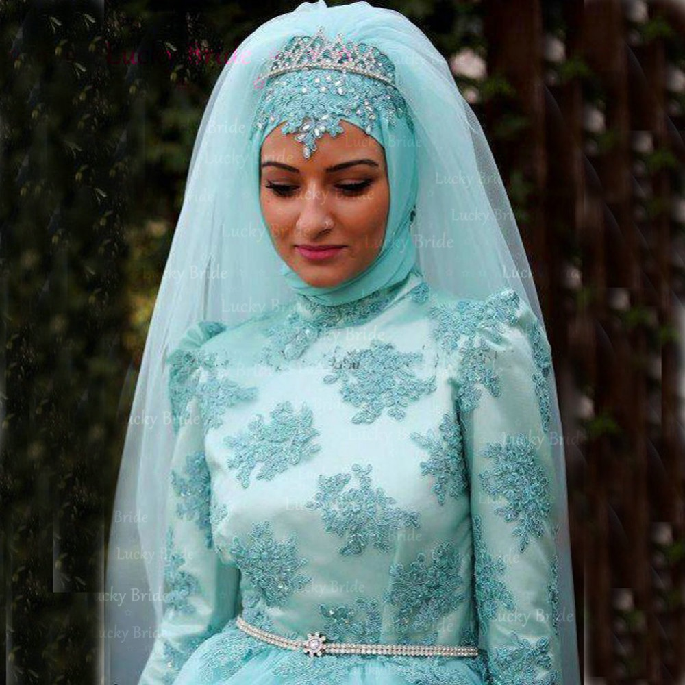 sz C3 BCl C5 91k C3 B6sz C3 B6nt C5 91 C3 A9s koszor C3 BAsl C3 A1ny csokrok turquoise wedding dresses The perfect combination for your country wedding We love this bridesmaid dress with boots
