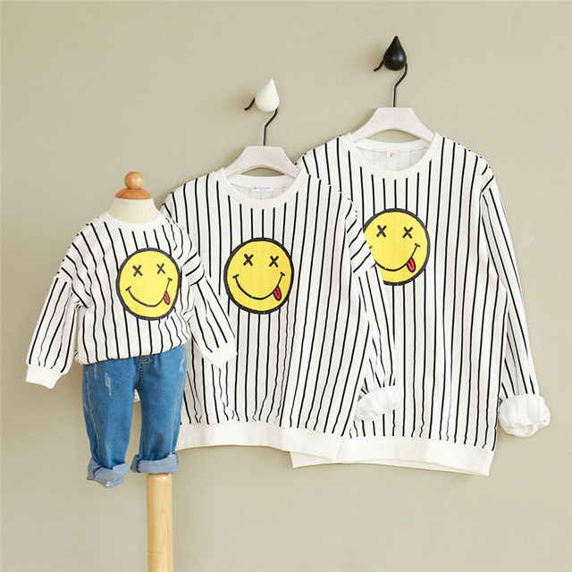 Family Matching Emoji Clothes for Kids Pajamas cotton Emoji Shirt Stripe Mother And Daughter Clothes Sweaters Father Son Outfits