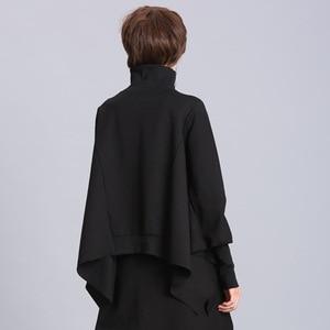 Image 4 - [EAM] coupe ample noir asymétrique surdimensionné sweat nouveau col roulé manches longues femmes grande taille mode marée printemps 2020 OA869