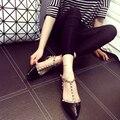 Sandalia Feminina zapatos mujer пред весной женщины сандалии заклепки металлические украшения балетки лодыжки Т-привязанные ремешок oxfords обувь