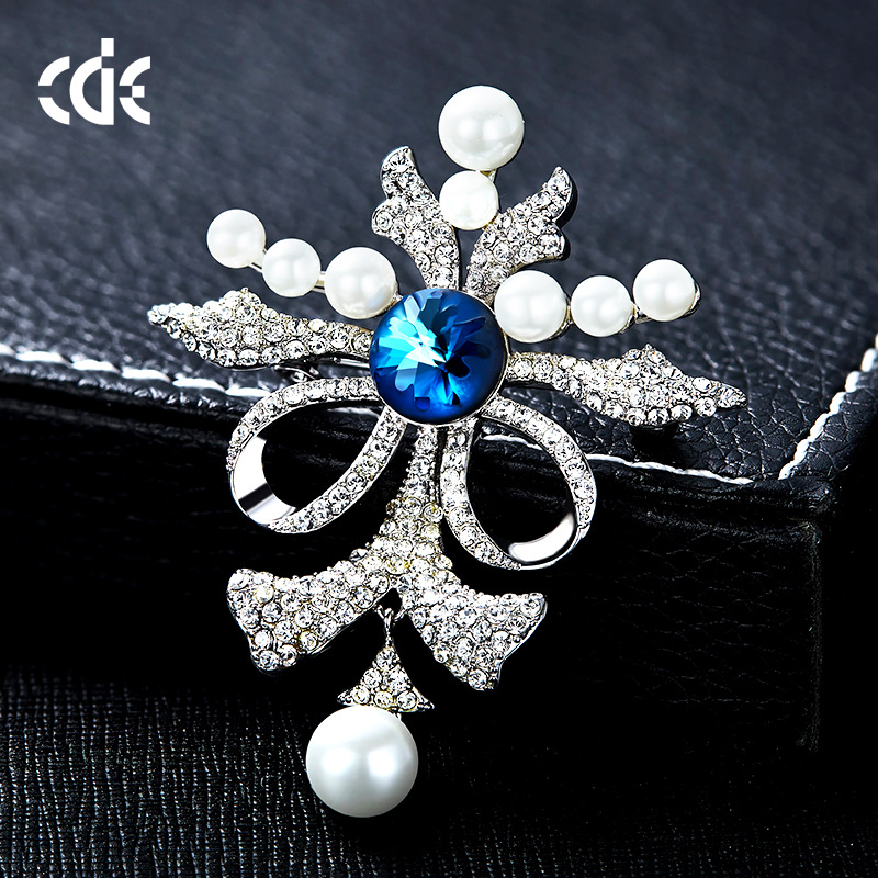 Aliexpress.com   Buy Cdyle Crystals from Swarovski Brooches Women Austrian  Rhinestone Fashion Jewelry Elegant Butterfly Shape With Simulated from  Reliable ... 569da02df1af
