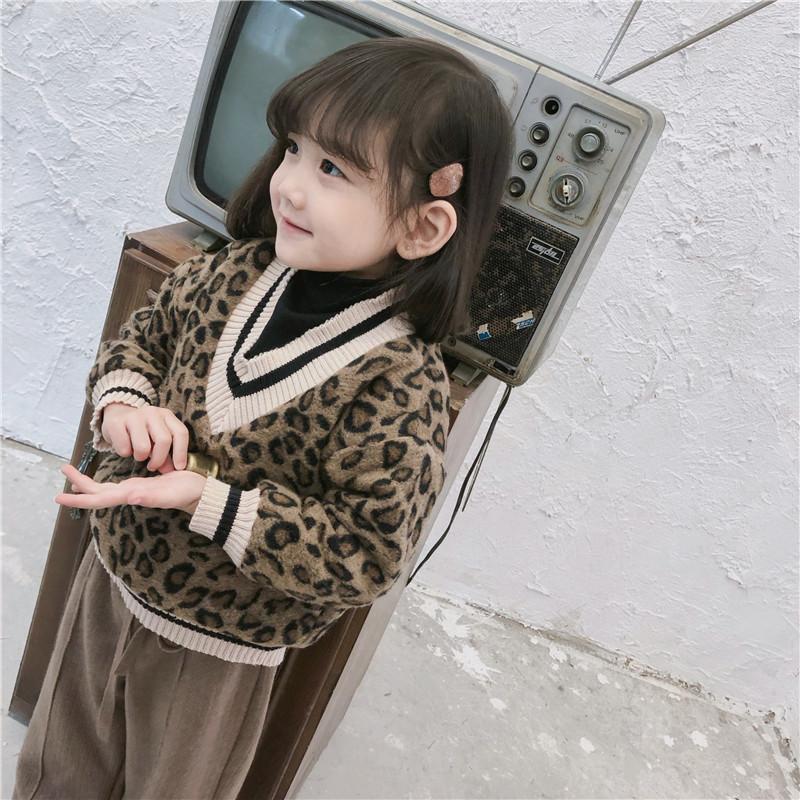 Image 4 - 2018 Winter New Arrival Korean Version cotton V collar fake Two Leopard printed plushed and thickened hoodie for fashion girls-in Hoodies & Sweatshirts from Mother & Kids