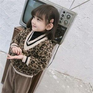 Image 4 - 2018 冬の新到着の韓国語バージョンの綿の v 襟フェイク 2 ヒョウ印刷 plushed と肥厚ためファッション女の子