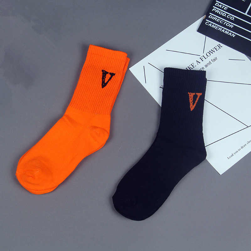 Dreamlikelin V negro naranja calcetines mujeres alta calle Hip Hop Skateboard moda amigos carta tubo Calcetines