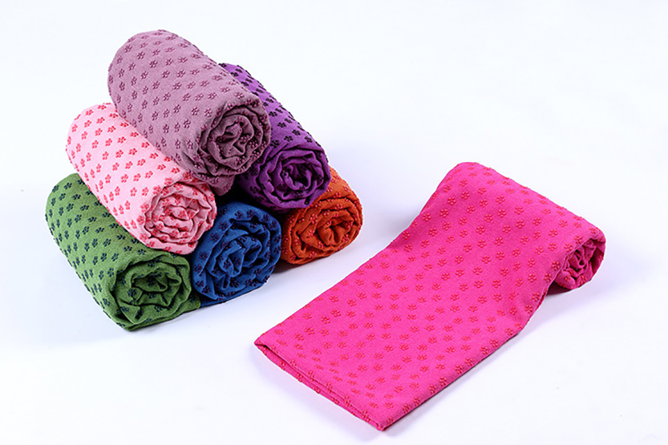 Photo of 7 colors Yoga mat towel of microfiber & bag. Workout ultrafiber towel mat & mesh bag