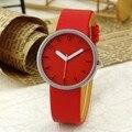 2016 Nueva Moda Casual Simple Reloj de Pulsera de Cuarzo Analógico Relojes de Las Mujeres Unisex Ronda Dial Banda de Cuero Rojo Sólido