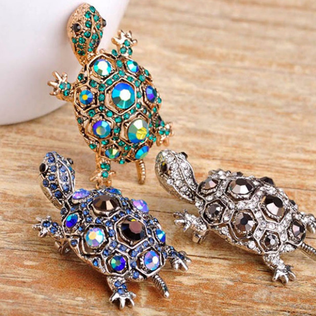 Blucome Jewelry Green Turtle Brooch Pin Cute Kawaii Vintage Tortoise  Brooches Kids Gift Animal Hijab Pins Bags Accessories Lot 81d1ffd8a182