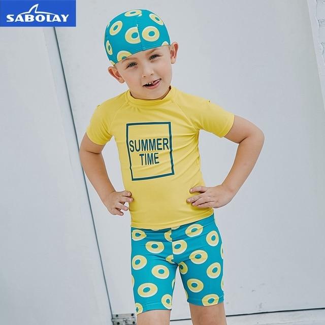 SABOLAY niños de manga corta traje de baño de buceo protección solar UPF 50  + traje. Sitúa el cursor encima para ... 29b8c5a9c19