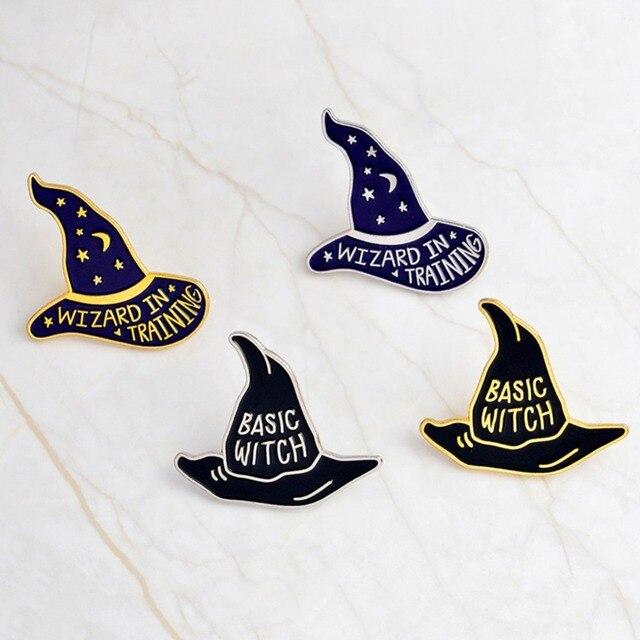 Nueva moda Pins animados bruja brujería sombrero broches Pin de solapa del  esmalte duro Ropa Accesorios bef24154815