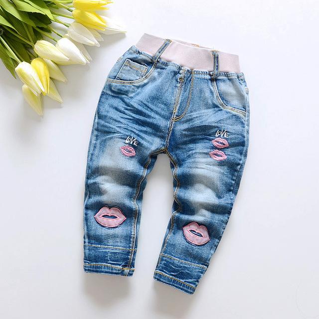 O envio gratuito de 2017 nova primavera menina criança calças jeans bordados calças de brim