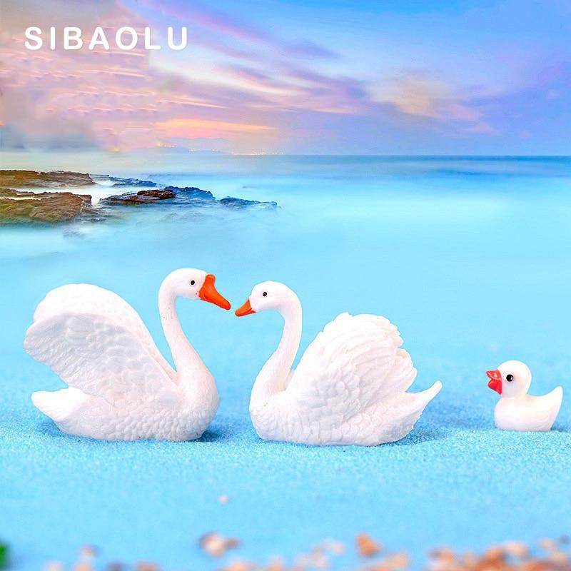 2 pçs/lote Branco Amante Cisne Estatueta em miniatura Patos Dos Desenhos Animados decoração de mini animais estátua de fadas jardim Casa enfeites de Mesa