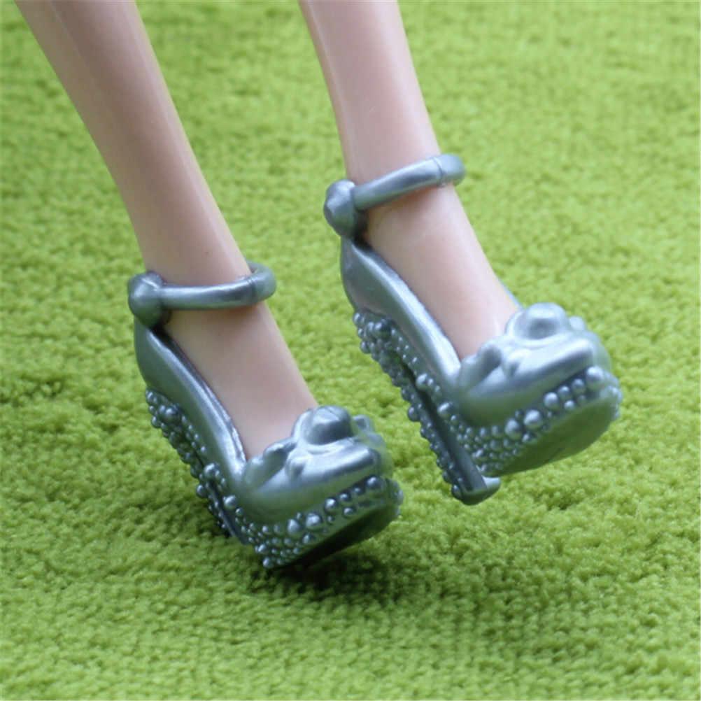 2 זוגות אופנה כסף/אפור צבע פלסטיק בובת נעלי מיני ילדה בובת אביזרי בובת גבוהה העקב סנדלי נעליים בעבודת יד