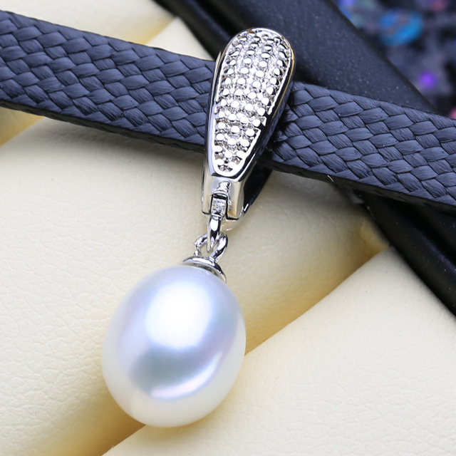 Women's Choker Necklace with Natural Pearl Pendant