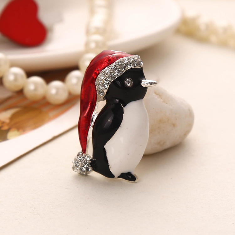 penguin item holiday daria rl pin christmas vintage full enamel brooch