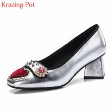 02a40bc91b 2019 Marque De Mode chaussures de printemps Bout Rond grande taille talons  hauts Slip sur Fleurs Amour Modèles Rivet De Mariage .