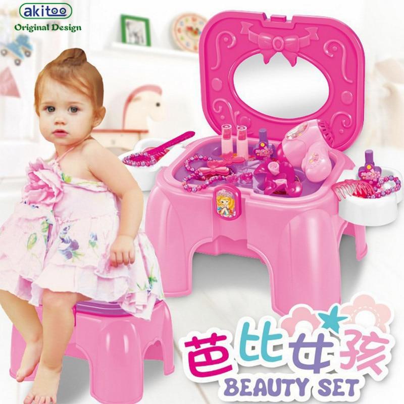 девушка и электрические игрушки