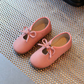 Кожаные дети shoes весной 2017 новая мода кожаные водонепроницаемые мальчиков и девочек мокасины для детей детская партийные каблуки плоские