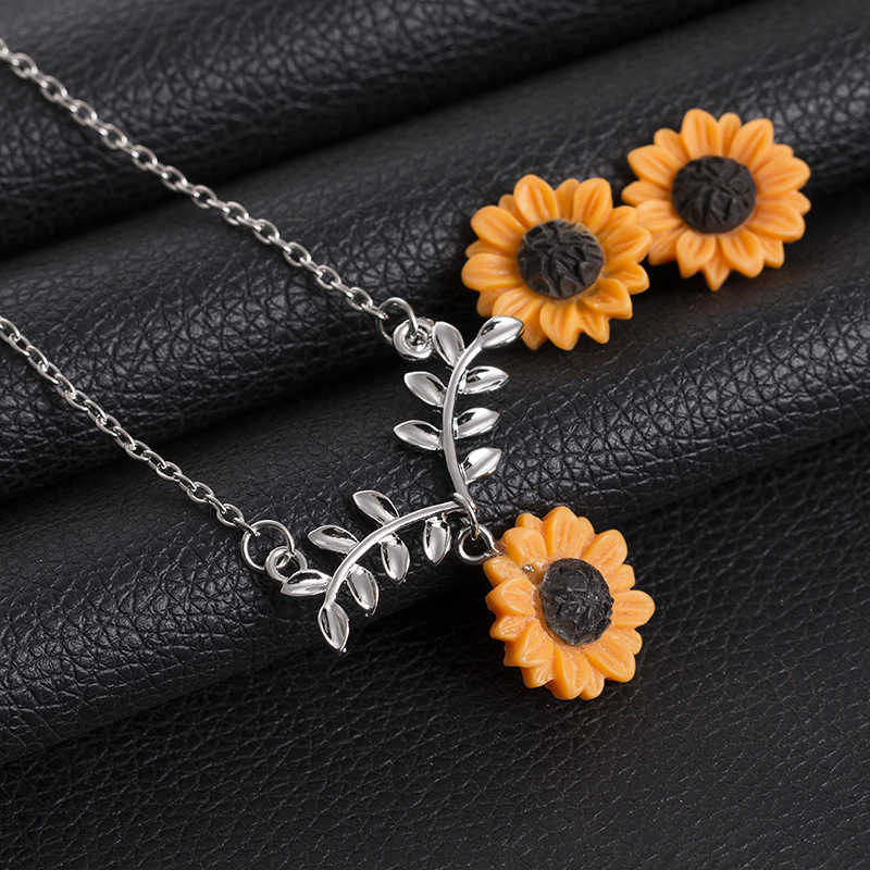 Hot Sale Fashion Golden Sunflowers Earrings For Women Charming Lovely Simplicity Style Flower Trendy Jewelry Set